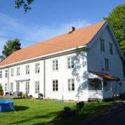 Huset er angivelig fra 1700-tallet. Nyregistrert.